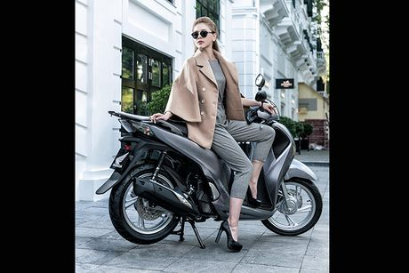 Honda SH 2017 'sang chanh' cung mau Tay tren pho Ha Noi - Anh 9