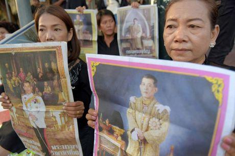 Hinh anh tan Quoc vuong Thai Lan trong ngay dang co - Anh 4