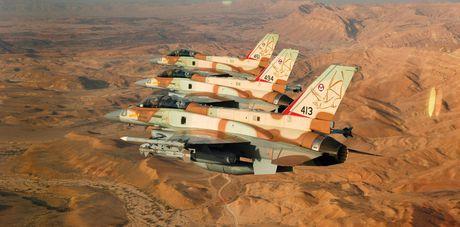 Nguy hiem chet nguoi loai ten lua Israel ban vao gan Damascus - Anh 2