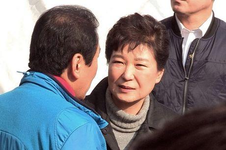 Tong thong Han Quoc Park Geun Hye nghen ngao khi xuat hien truoc cong chung - Anh 1