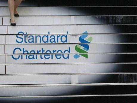Standard Chartered cat giam 10% nhan su khoi ngan hang doanh nghiep - Anh 1