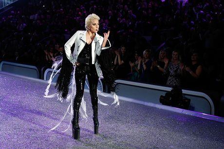 Nguoi catwalk gioi nhat o Victoria's Secret show la... Lady Gaga - Anh 1