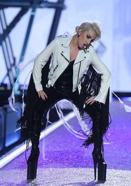 Nguoi catwalk gioi nhat o Victoria's Secret show la... Lady Gaga - Anh 3