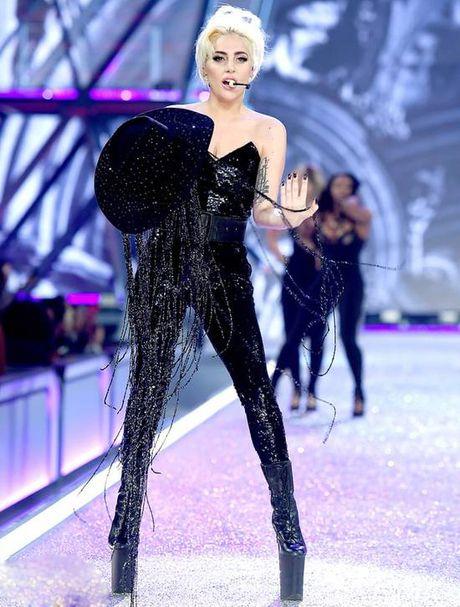 Nguoi catwalk gioi nhat o Victoria's Secret show la... Lady Gaga - Anh 5