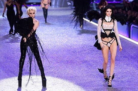 Nguoi catwalk gioi nhat o Victoria's Secret show la... Lady Gaga - Anh 6