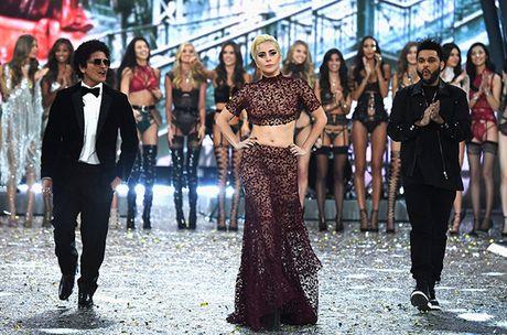 Nguoi catwalk gioi nhat o Victoria's Secret show la... Lady Gaga - Anh 8