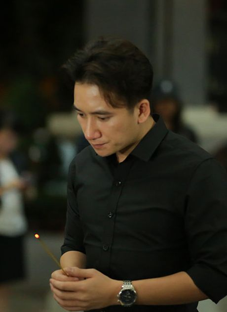 Roi nuoc mat voi nhung hinh anh xuc dong trong le tang NSUT Quang Ly - Anh 9