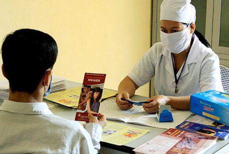 Huong toi 100% nguoi nhiem HIV/AIDS co bao hiem y te - Anh 1