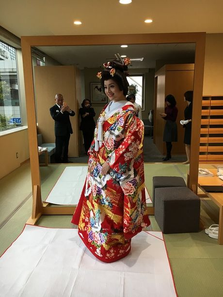 Lan Phuong dien Kimono vo gia mot lan mac ton 4 ty dong - Anh 3