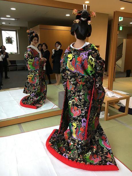 Lan Phuong dien Kimono vo gia mot lan mac ton 4 ty dong - Anh 4