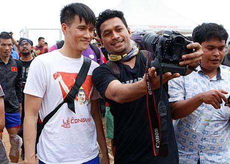 Fan Indonesia du doan Cong Vinh sut tung luoi doi nha - Anh 1