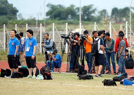 Fan Indonesia du doan Cong Vinh sut tung luoi doi nha - Anh 3