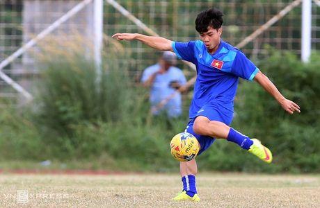AFF Cup: Xuan Truong bi Cong Phuong, Thanh Luong vat nga tren san tap - Anh 13