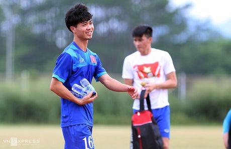 AFF Cup: Xuan Truong bi Cong Phuong, Thanh Luong vat nga tren san tap - Anh 14