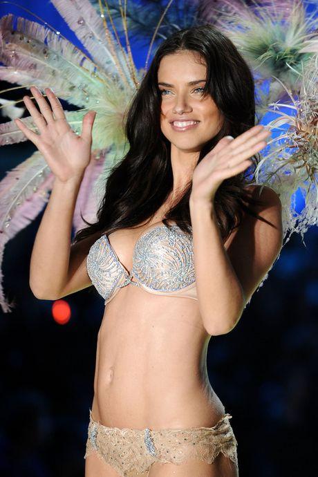 Cau chuyen dang sau nhung chiec ao Fantasy bra trieu do cua Victoria' Secret - Anh 5