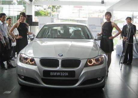 Ngung thong quan xe BMW - Bo Tai chinh dung hay sai? - Anh 1
