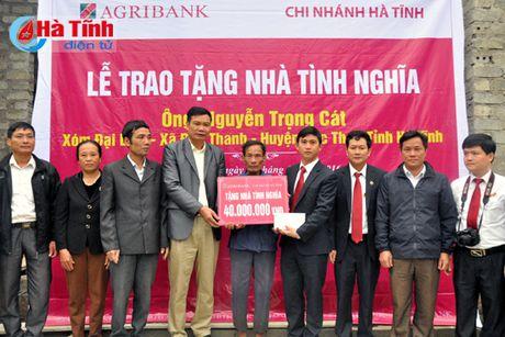 Agirbank Ha Tinh trao 2 nha tinh nghia cho nguoi ngheo Duc Tho - Anh 1