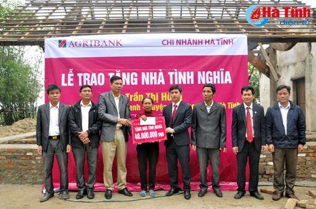 Agirbank Ha Tinh trao 2 nha tinh nghia cho nguoi ngheo Duc Tho - Anh 2