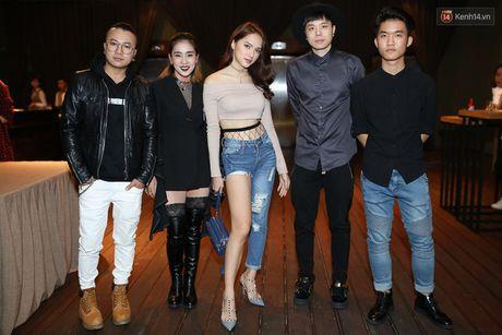 Lo dien dan thi sinh 'khung' The Remix – Hoa am anh sang mua 3 - Anh 2