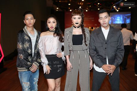 Lo dien dan thi sinh 'khung' The Remix – Hoa am anh sang mua 3 - Anh 3