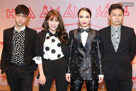 Lo dien dan thi sinh 'khung' The Remix – Hoa am anh sang mua 3 - Anh 4