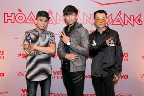 Lo dien dan thi sinh 'khung' The Remix – Hoa am anh sang mua 3 - Anh 5