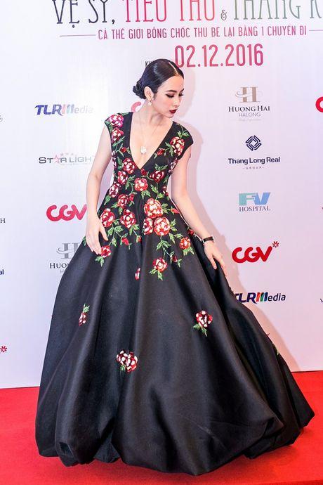 Angela Phuong Trinh mang trang suc 2 ty dong du ra mat phim - Anh 3