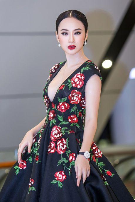 Angela Phuong Trinh mang trang suc 2 ty dong du ra mat phim - Anh 4