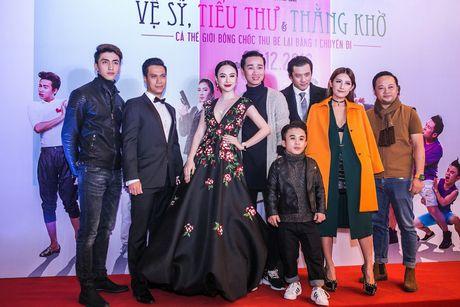 Angela Phuong Trinh mang trang suc 2 ty dong du ra mat phim - Anh 5