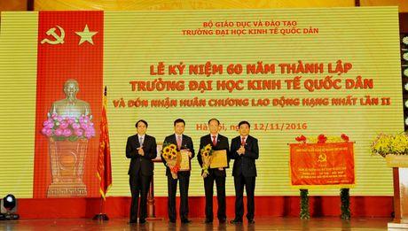 Vietcombank tai tro 5 ty dong cho truong Dai hoc Kinh te Quoc dan - Anh 1