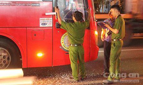 Kinh hoang nhom con do chan xe khach, dap vo kinh o Binh Duong - Anh 5