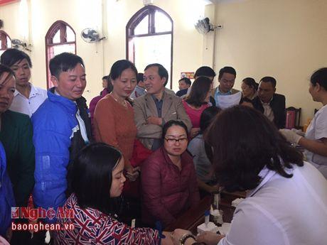 Que Phong thu 198 don vi mau trong ngay hoi 'Hien mau tinh nguyen' - Anh 1