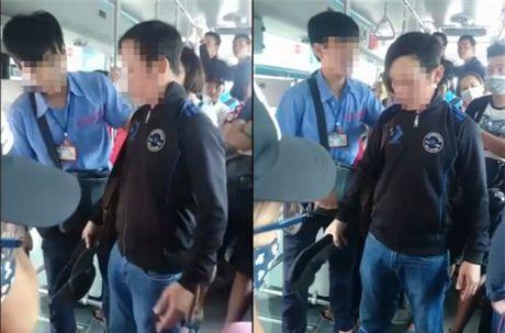 Thanh nien moc tui bi bat tai tran va hanh dong bat ngo cua phu xe - Anh 1