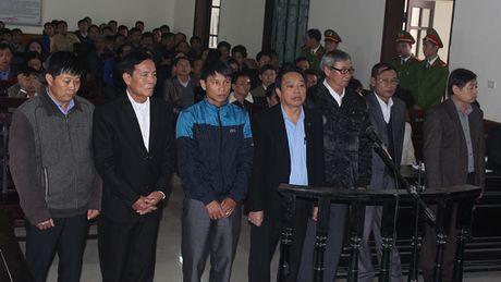 Nguyen Chu tich huyen Ky Anh linh an 12 nam tu - Anh 1
