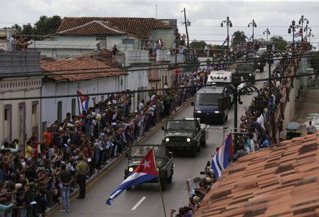 Di cot Chu tich Fidel tiep tuc hanh trinh doc dong Cuba - Anh 1