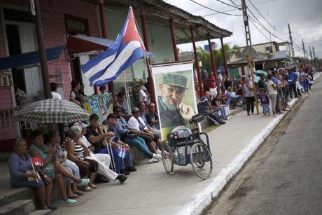 Di cot Chu tich Fidel tiep tuc hanh trinh doc dong Cuba - Anh 4