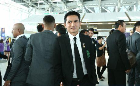 HLV Kiatisak nhac lai lan 'chet hut' truoc Malaysia - Anh 1