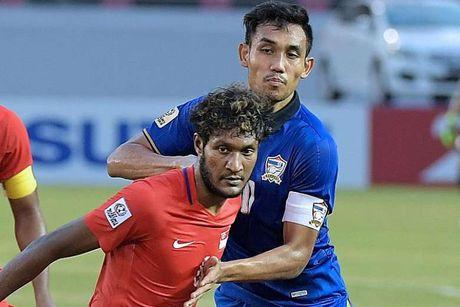 HLV Kiatisak nhac lai lan 'chet hut' truoc Malaysia - Anh 2