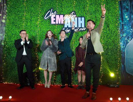 Jun Vu - Dinh Hieu khong dam dien lai canh hon tren san khau - Anh 1