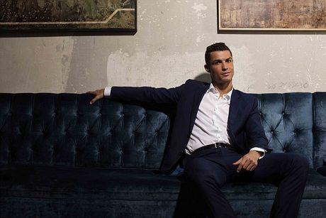 Ronaldo chay da cho sieu kinh dien bang huong nuoc hoa moi - Anh 4