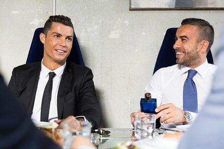 Ronaldo chay da cho sieu kinh dien bang huong nuoc hoa moi - Anh 7