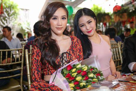 Ho Ngoc Ha deo kinh che met moi den du hop bao Bui Anh Tuan - Anh 5