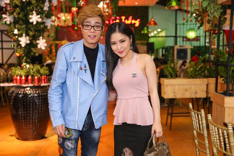 Ho Ngoc Ha deo kinh che met moi den du hop bao Bui Anh Tuan - Anh 7