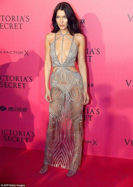 Man khoe noi y phan cam trong buoi tiec hau Victoria's Secret - Anh 1
