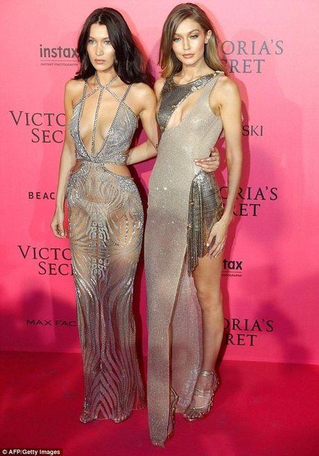Man khoe noi y phan cam trong buoi tiec hau Victoria's Secret - Anh 2