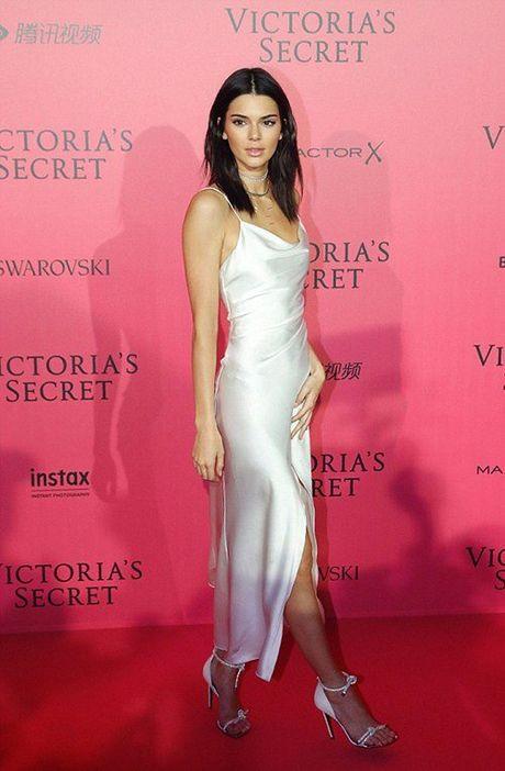Man khoe noi y phan cam trong buoi tiec hau Victoria's Secret - Anh 8