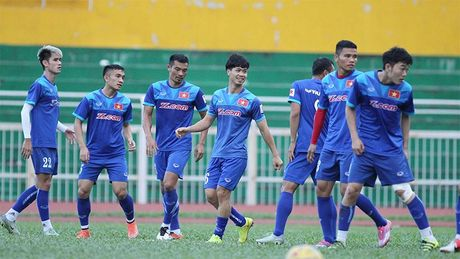 Nha cai danh gia cua vo dich cua DTVN gap doi Indonesia - Anh 2