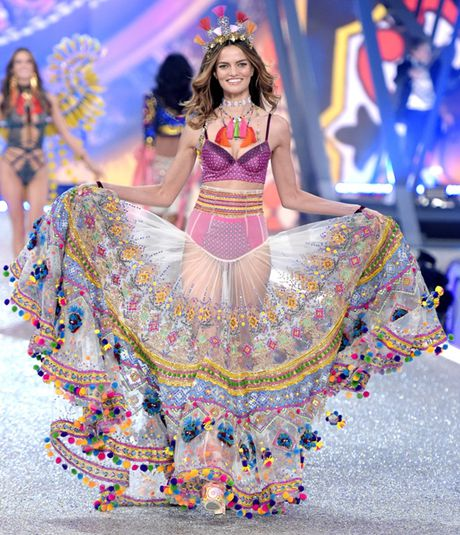 Nhung man trinh dien 'thang hoa' trong Victoria's Secret Fashion Show 2016 - Anh 12