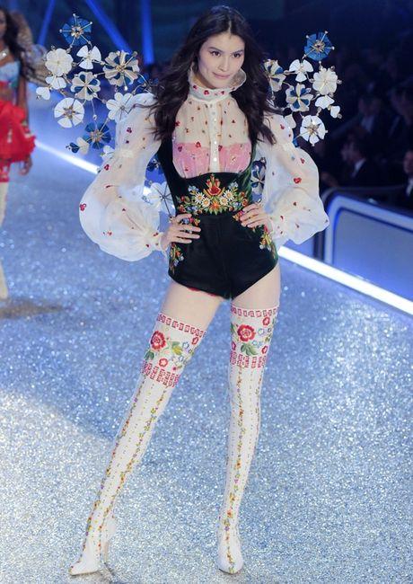Nhung man trinh dien 'thang hoa' trong Victoria's Secret Fashion Show 2016 - Anh 18