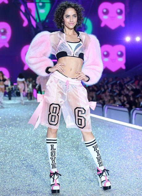 Nhung man trinh dien 'thang hoa' trong Victoria's Secret Fashion Show 2016 - Anh 28